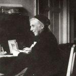 M. Urszula przy swoim biurku w pniewskim klasztorze