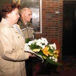 Złożenie kwiatów przy Sarkofagu